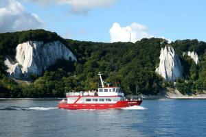 Ganzjährige Bootstouren mit der MS Alexander vor dem Königsstuhl und entlang der Ostseeküste vor Rügen