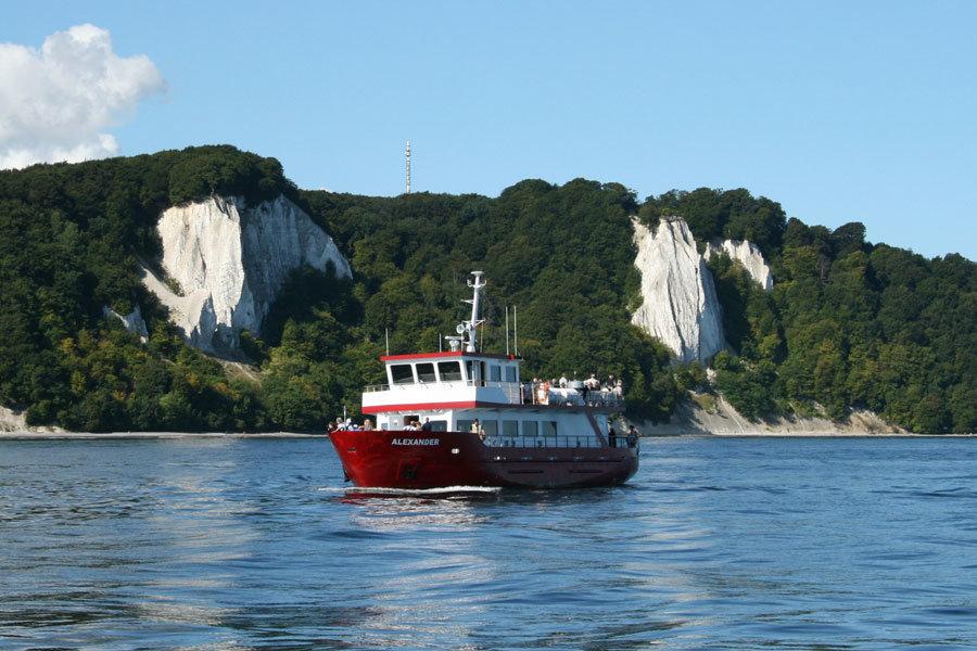 Ganzjährige Bootsfahrten und Ausflüge mit der MS Alexander vor der Kreideküste auf Rügen unternehmen