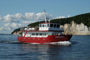 Ganzjährige Schiffsfahrten mit der MS Alexander vor dem Königsstuhl und entlang der Kreideküste vor Rügen
